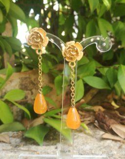 Orecchini artigianali con goccia arancione di agata