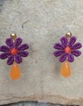 Orecchini artigianali a forma di fiore in macramè