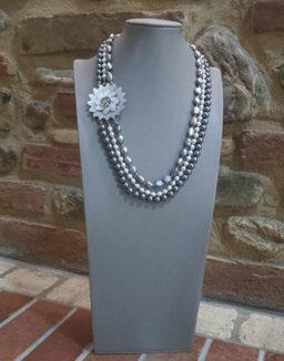 collana di perle con fili di perla e nucleo in madreperla