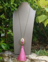 Collana artigianale lunga con nappa rosa